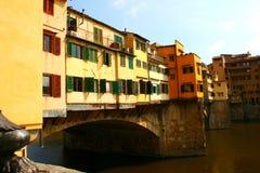 Specificera av den berömda Ponten Vecchio överbryggar, Florence Italien Royaltyfri Bild