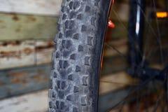 Specificera av en cykel rullar royaltyfri bild