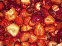 Specificera closeupen av röda nya strawberrys prepered för att laga mat marmala arkivfoton