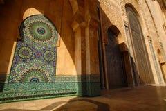 Specificera dekorativt av den Hassan II moskén som den gamla väggen som dekoreras med, är Fotografering för Bildbyråer