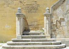 Specificera stentrappuppgången i borggården av den Swabian slotten Arkivfoto