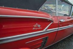 specificerar den Chevrolet Impala cabrioleten 1958, den bakre stänkskärmen Royaltyfri Foto