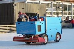 Specjalni pojazdy przy lodowiskiem fotografia stock
