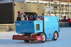 Specjalni pojazdy przy lodowiskiem obraz royalty free