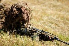 Specjalny żołnierz na polu bitwy Obrazy Royalty Free