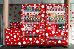 Specjalny dotty projekt koka-koli automat przy Matsumoto miasta muzeum sztuki Fotografia Royalty Free