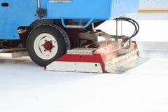 Specjalny maszyna lodu żniwiarz czyści lodowego lodowisko obrazy stock