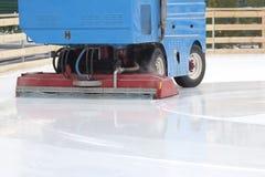 Specjalny maszyna lodu żniwiarz czyści lodowego lodowisko obrazy royalty free