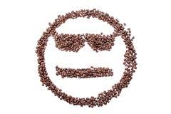 Spectacled равнодушный smiley от кофейных зерен, изолированных на белой предпосылке Стоковое Фото
