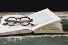 Spectacles on open book Royalty Free Stock Images