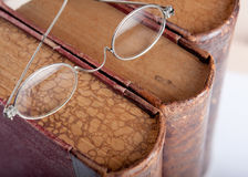 Spectacles vintage old books Royalty Free Stock Images
