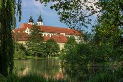 Spectaculair kasteel onder bewolkte hemel in Telc, een stad in Moravië, een Unesco-plaats van de werelderfenis in Tsjechische Rep Royalty-vrije Stock Fotografie
