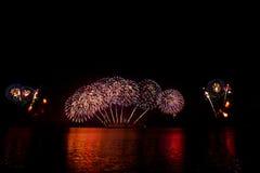 Spectaculair vuurwerk Royalty-vrije Stock Afbeeldingen