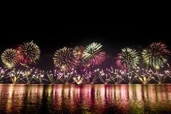Spectaculair vuurwerk Stock Afbeeldingen