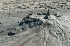 Spectaculaire die uitbarstingen van moddervulkanen door methaan in vulcaniinoroiosi dichtbij buzauprovincie Roemenië worden veroo Royalty-vrije Stock Foto
