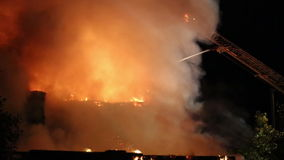 Spectaculaire huisbrand stock videobeelden
