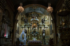 Spectaculaire koloniale kerk in Ecuador stock foto's