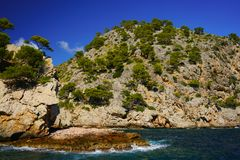 Spectaculaire kustlijn, Cala Engelse Feliu, noordelijke Majorca, de Balearen, Spanje royalty-vrije stock foto
