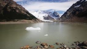 Spectaculaire mening over Fitz Roy Mount van het Zuidelijke Patagonian Ijsgebied in Argentinië stock video