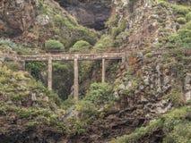 Spectaculaire mening van een brug over een barranco Engels Tenerife stock foto's