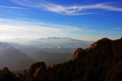 Spectaculaire mening vanaf de bovenkant van de Ciucas-bergen, Roemenië Royalty-vrije Stock Foto's
