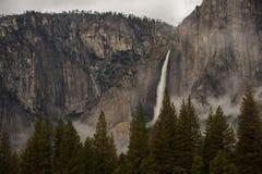 Spectaculaire meningen aan de Yosemite-waterval in Nationale Yosemite Royalty-vrije Stock Afbeelding