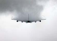 Spectaculaire vleugelcondensatie van een Luchtbus A380 Stock Afbeeldingen