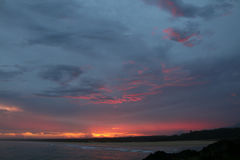 Spectaculaire zonsondergang van de kust in Norther NSW Australië Stock Foto