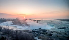 Spectaculaire zonsopgang bij Niagara-Dalingen Stock Afbeelding