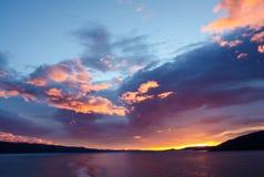 Spectaculaire zonsopgang die van een cruiseschip wordt gezien Royalty-vrije Stock Foto