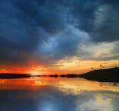 Zonsondergang over water Royalty-vrije Stock Afbeeldingen