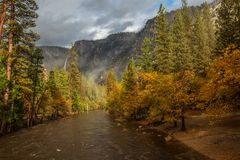 Spectacular views to the Yosemite waterfall in Yosemite National Royalty Free Stock Photo