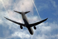 Spectacular wing condensation of a Boeing 767 Royalty Free Stock Photography