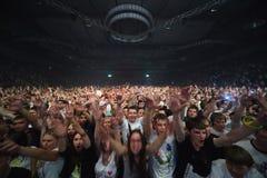 Spectateur-participants à l'exposition d'Armin van Buuren Image stock