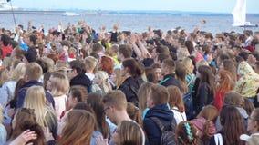Spectateurs à un concert musical clips vidéos