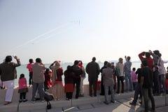 Spectateurs au salon de l'aéronautique de jour national du Qatar dans Doha Photos stock
