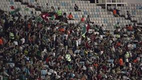 Spectateurs au stade de football de Maracana clips vidéos