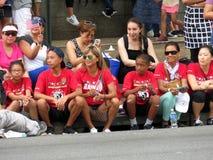 Spectateurs de défilé de Memorial Day Photo stock