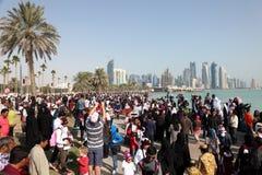 Spectateurs de salon de l'aéronautique du Qatar dans Doha Photo stock