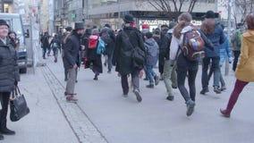 Spectateurs le jour idiot international de promenade, Brno, représentant de Tchèque banque de vidéos