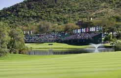 Spectateurs sur le 18ème vert - panoramique - NGC2010 Photographie stock libre de droits