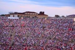 Spectateurs sur un concert dans l'arène de Vérone image libre de droits