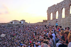 Spectateurs sur un concert dans l'arène de Vérone Photo libre de droits