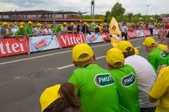 Spectateurs très coloré habillés images stock