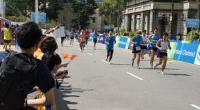 Spectators cheering up marathon runners Royalty Free Stock Photos