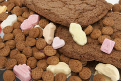 Speculaas and pepernoten scatter Royalty Free Stock Photos