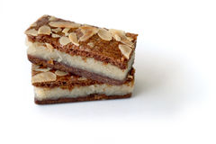 Speculaas & x28 Gevulde καφετί καρυκευμένο biscuit& x29  στο λευκό Στοκ Φωτογραφίες