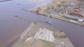 Spedisca andare dentro Harbor la vista aerea di Roja Lettonia del video di vista superiore 4K UHD del fuco della campagna video d archivio
