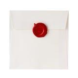 Spedisca la busta o la lettera sigillata con il bollo della guarnizione della cera immagine stock