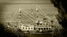 Spedisca le vele in FILM blu profondo del mare adriatico delle onde VECCHIO video d archivio